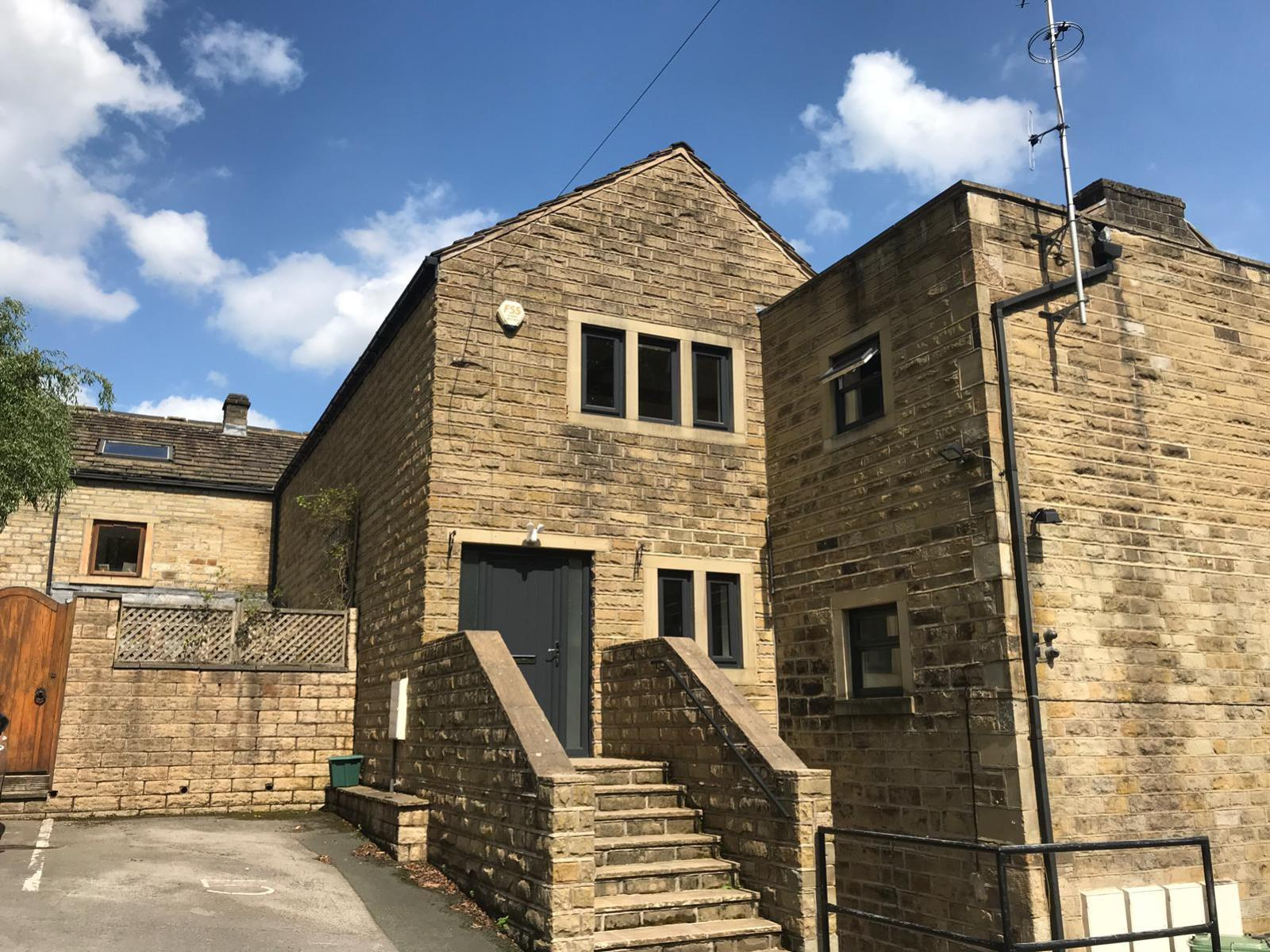 Apt 5, The Oaks, Huddersfield Road, Thongsbridge HD9