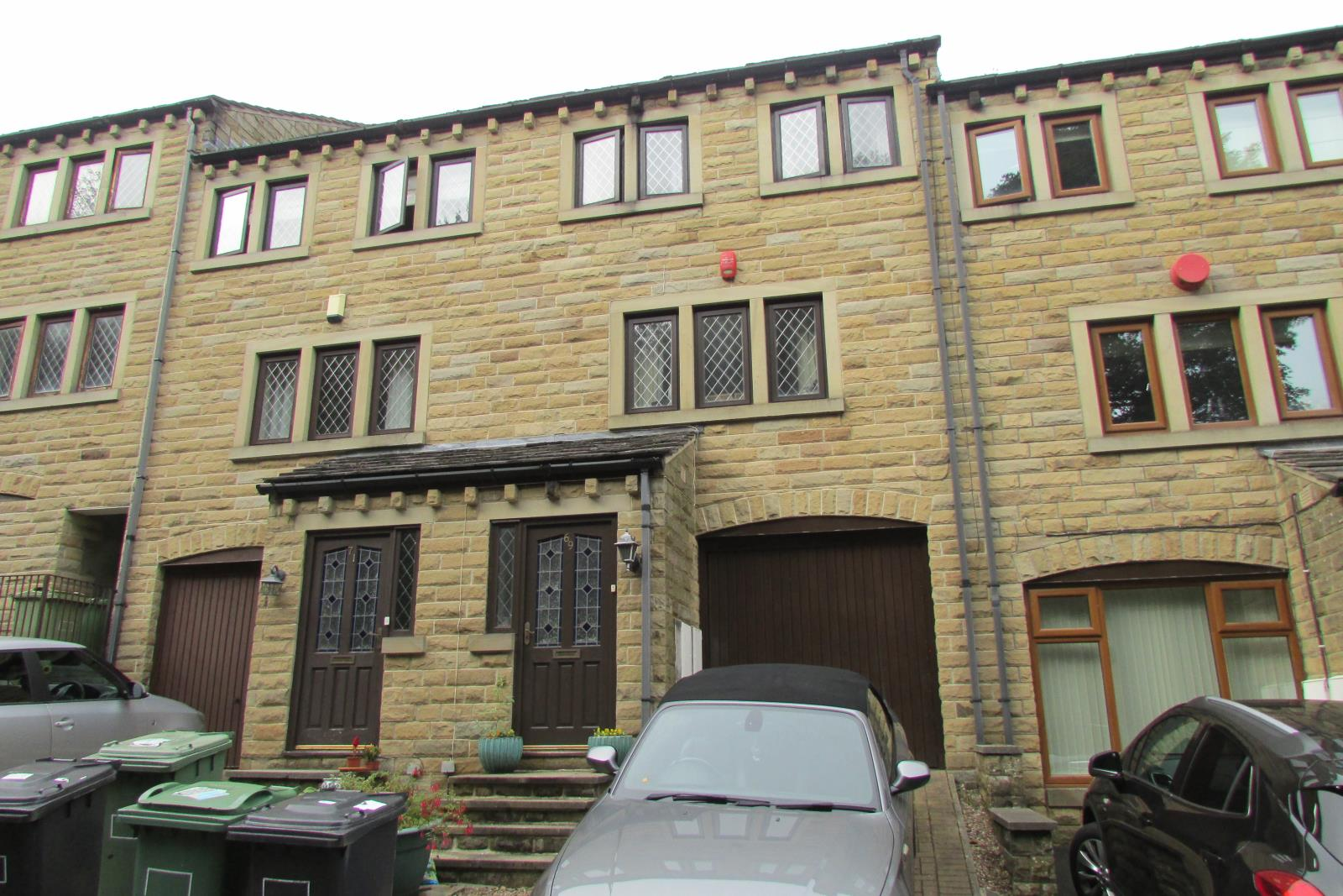 69 Dean Brook Road, Netherthong, Holmfirth HD9 3UF