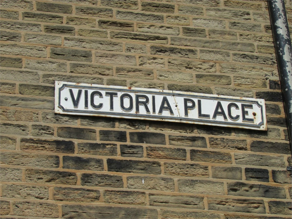 8 Victoria Place, Honley HD9 6JE