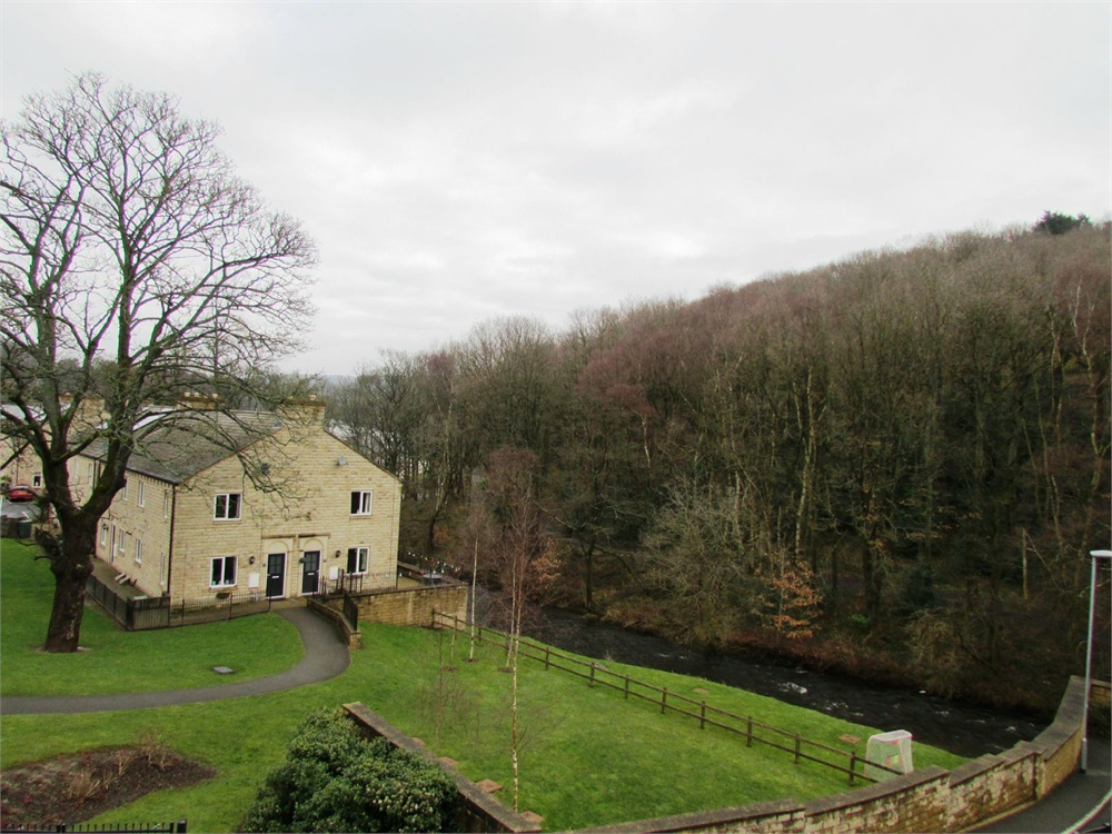 12 Woodland View, Thongsbridge, Holmfirth, HD9 3JE