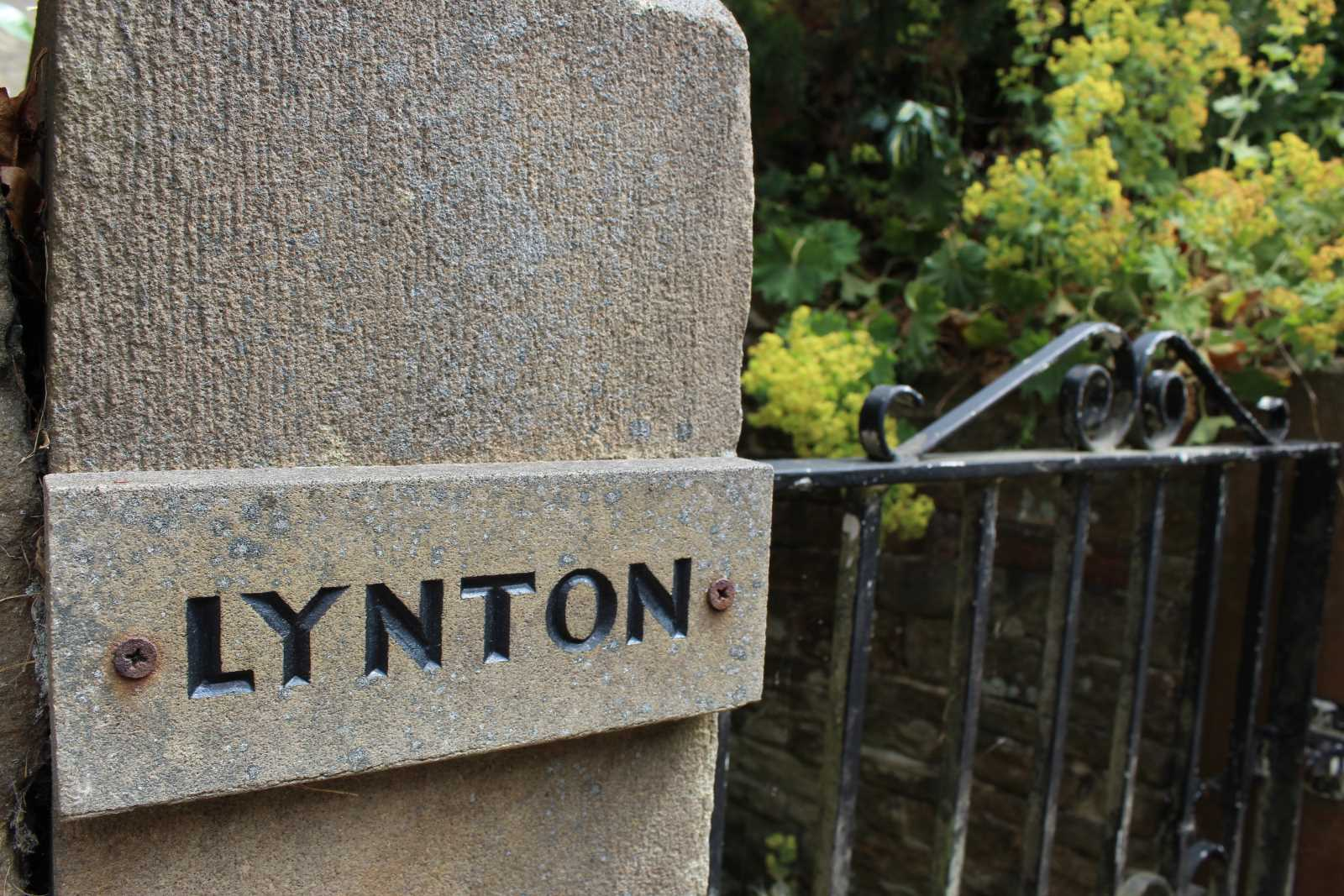 Lynton, Hepworth Road, Jackson Bridge, Holmfirth HD9 1ET