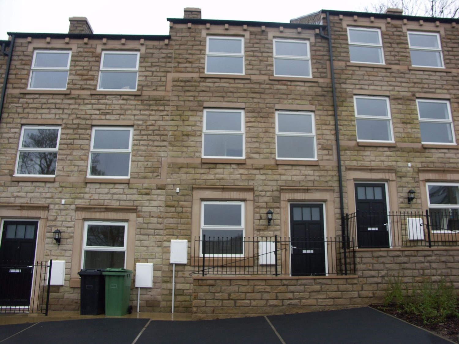 8 Woodland View, Holmfirth, HD9 3JE