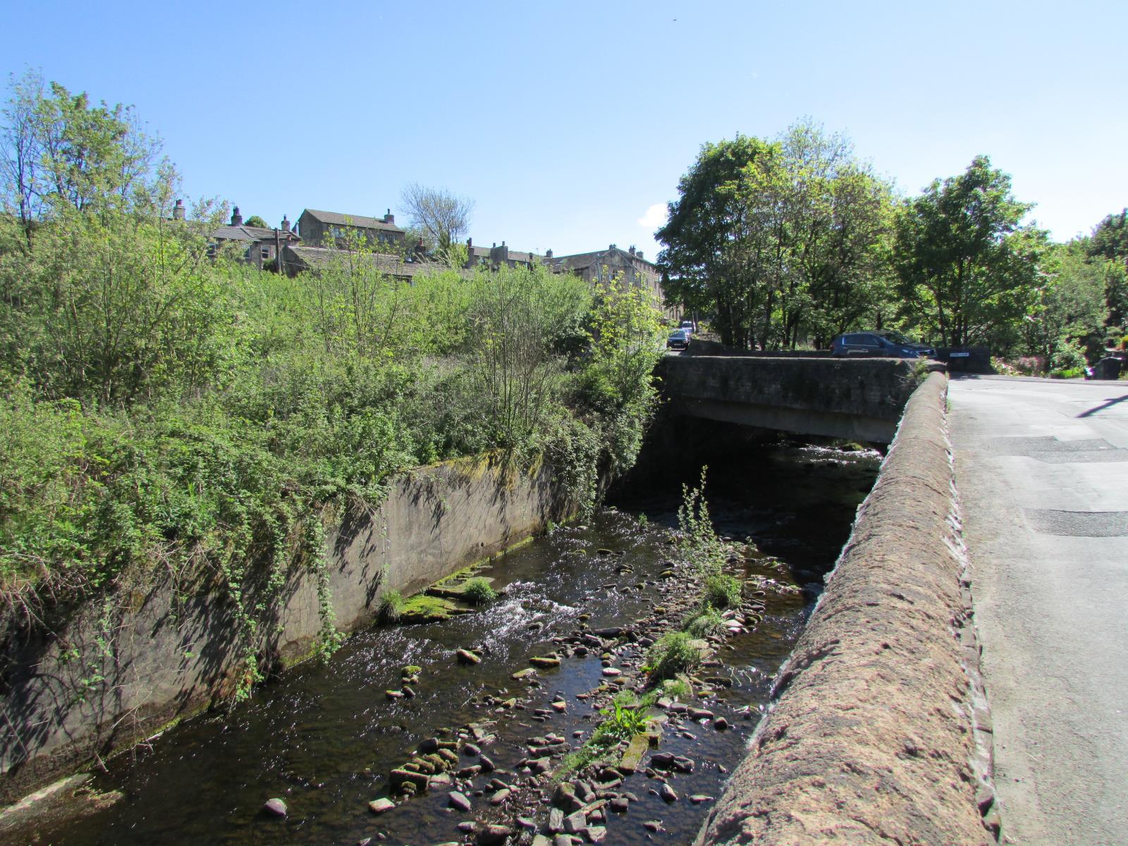 28 Ford Gate, Hinchliffe Mill, Holmfirth, HD9 2NZ