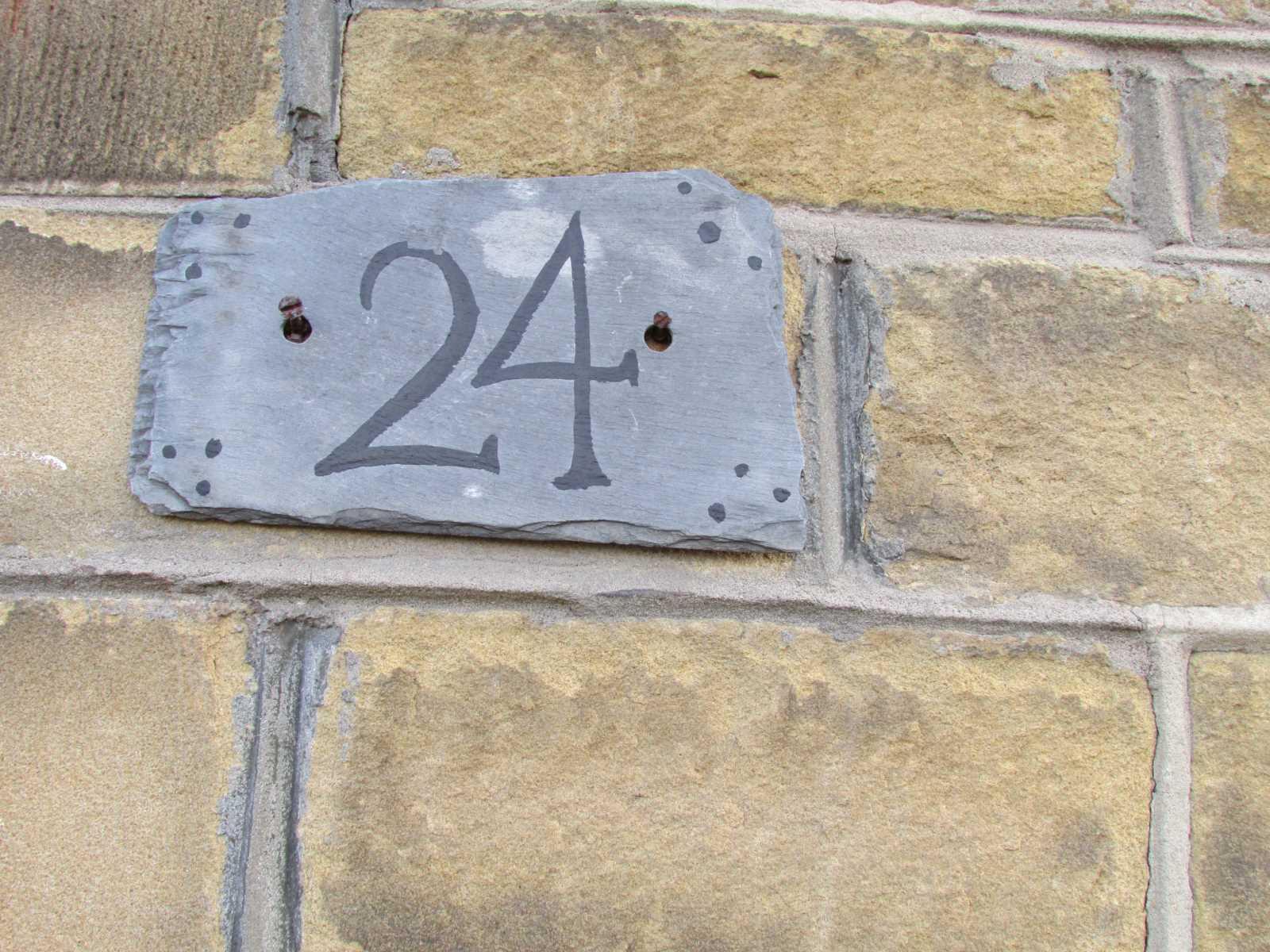 24 Forest Road, Almondbury HD5 8EU