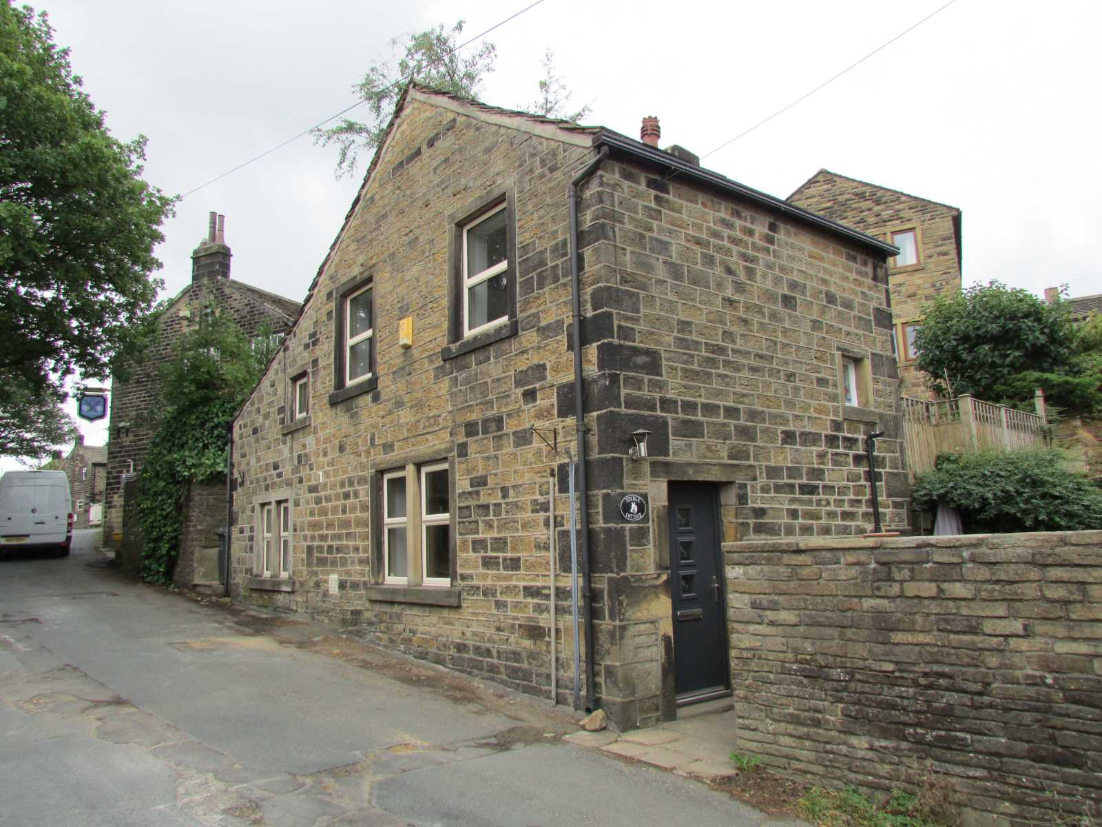 Stable Cottage, 37 Towngate, Hepworth, Holmfirth, HD9 1TE