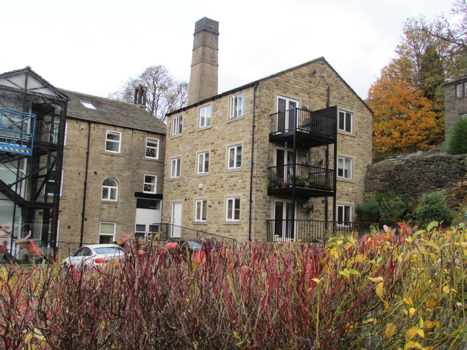 114 Underbank Old Road, Holmfirth, HD9 1AS