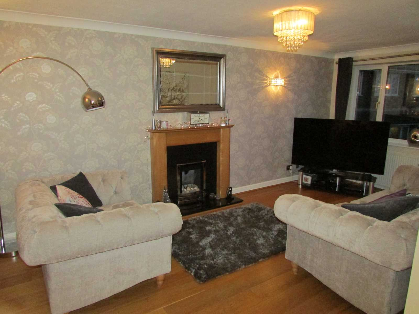 43 Peebles Close, Lindley, Huddersfield, West Yorkshire HD3 3WD