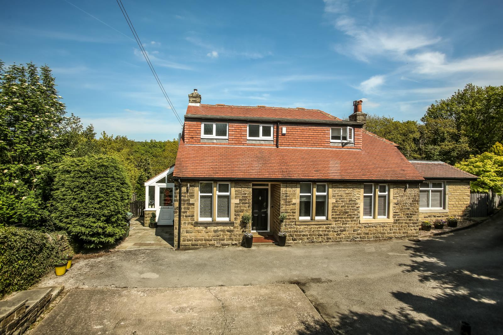 96 Far Banks Honley, Holmfirth, West Yorkshire HD9 6NW