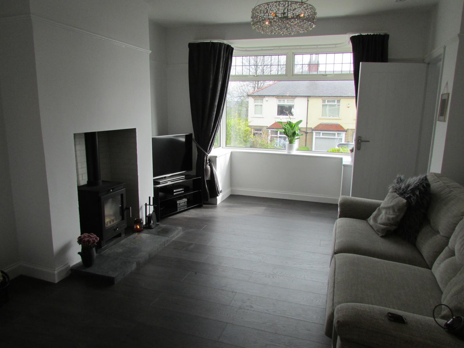 15 Hallas Grove, Dalton, Huddersfield HD5 8ED