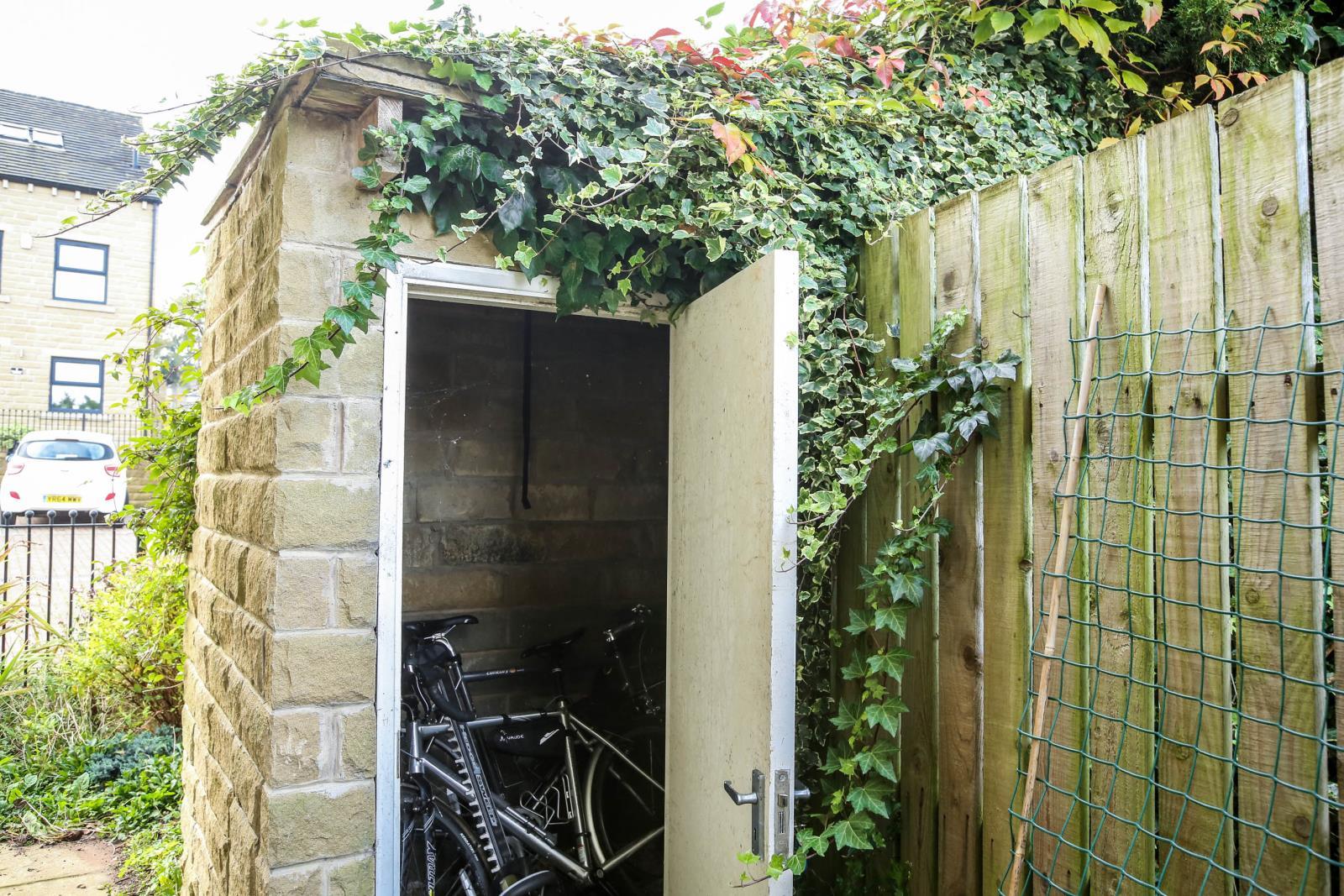 2 Bradshaw Gardens, Honley, Holmfirth, HD9 6BL
