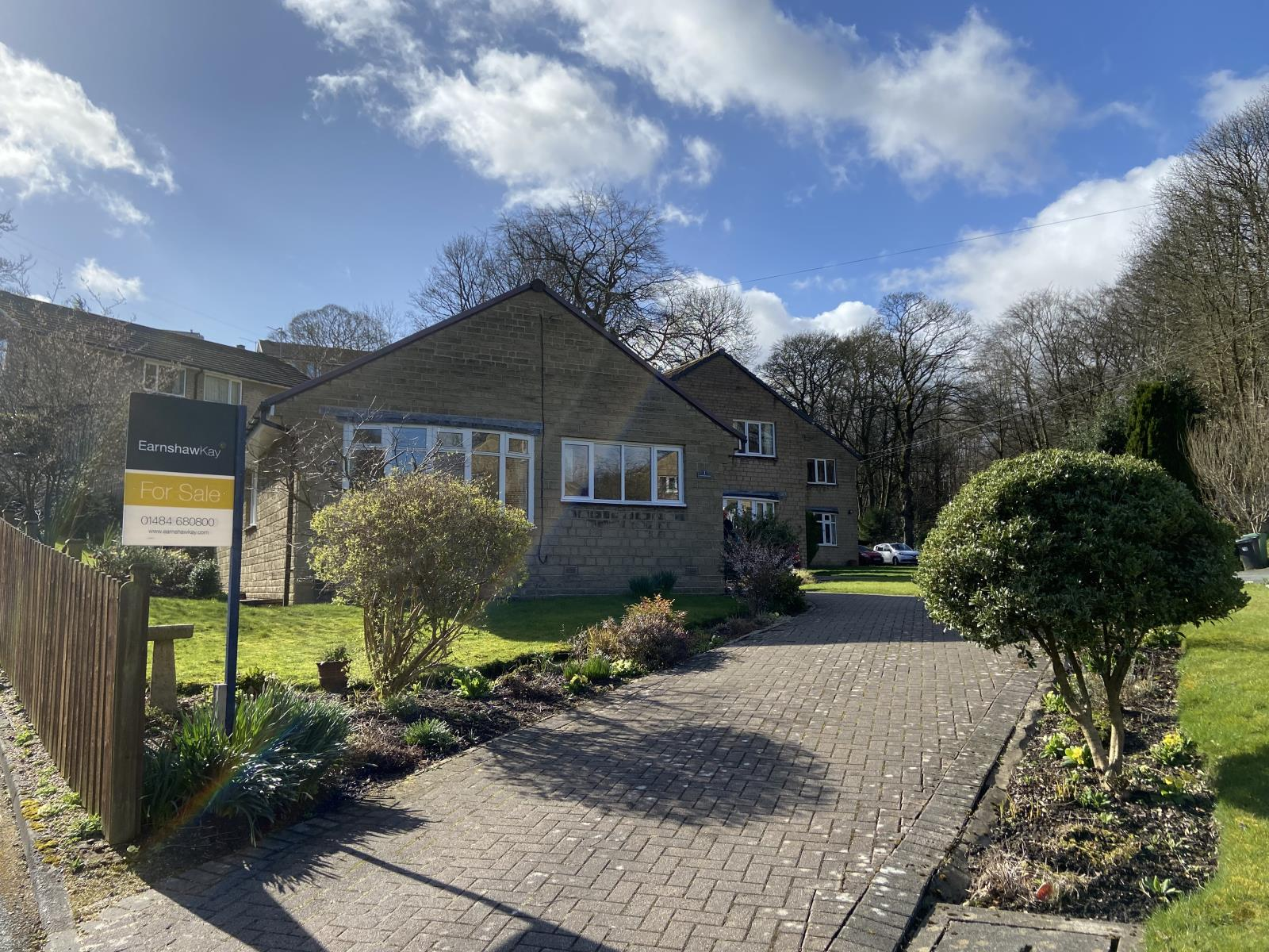 1 Lingwood Close, New Mill, Holmfirth, HD9 7NN